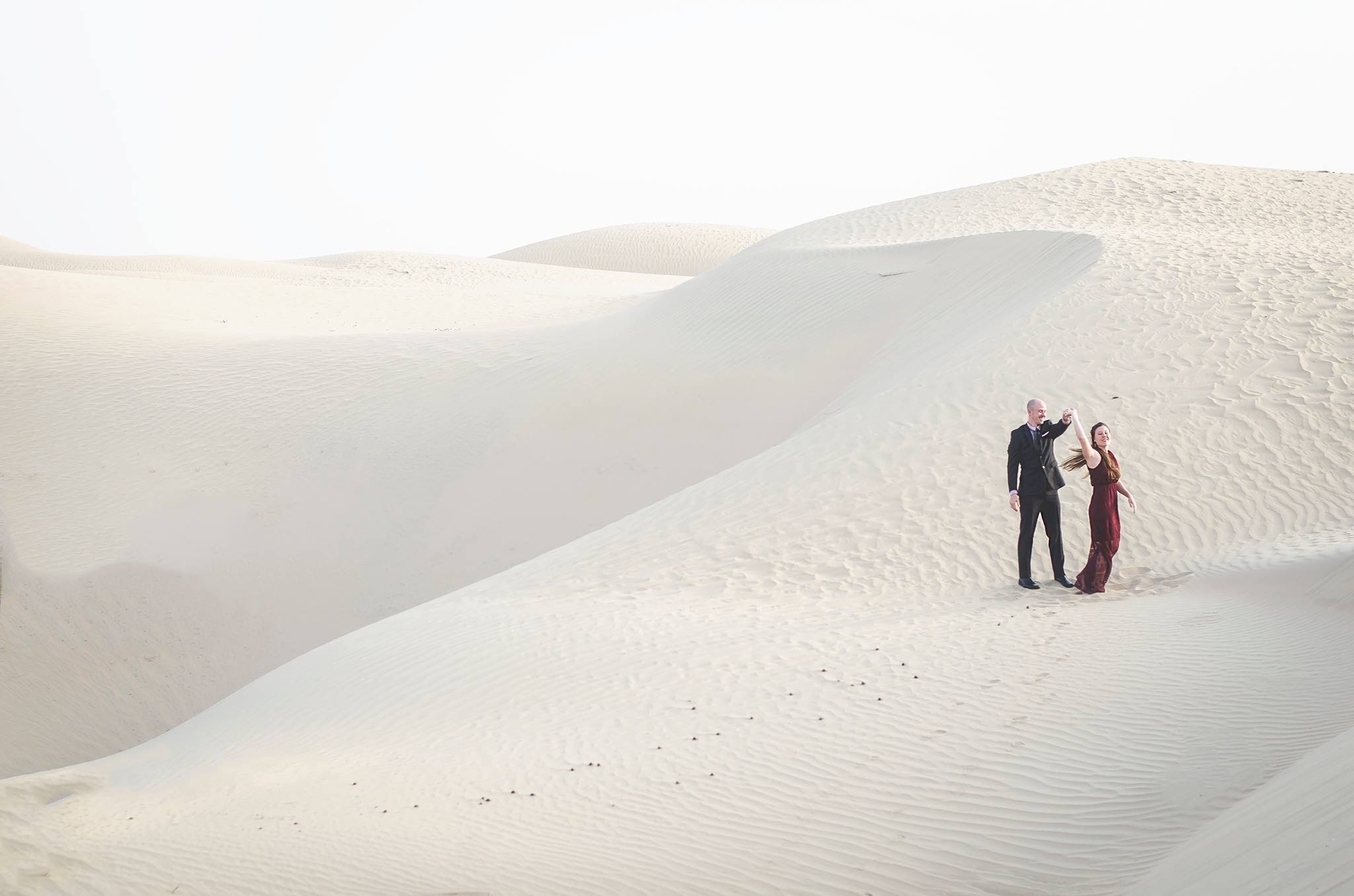 Dan and Di engagement photos while teaching in the UAE