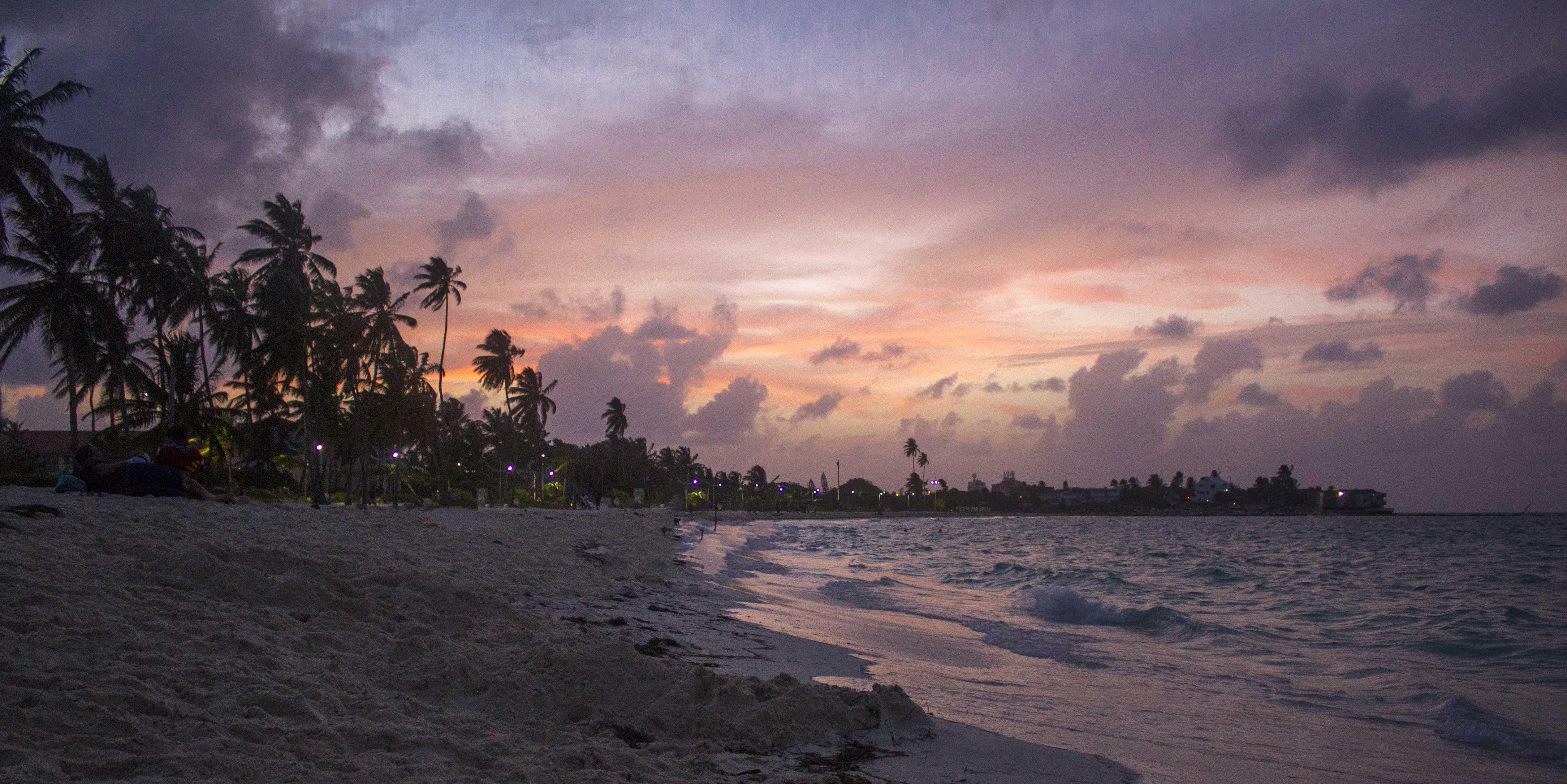san andres island guide: spratt bright beach at sunset