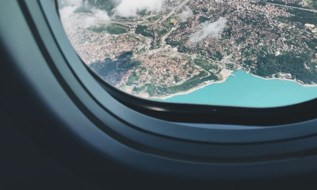 Why I Never Choose the Window Seat When I Fly