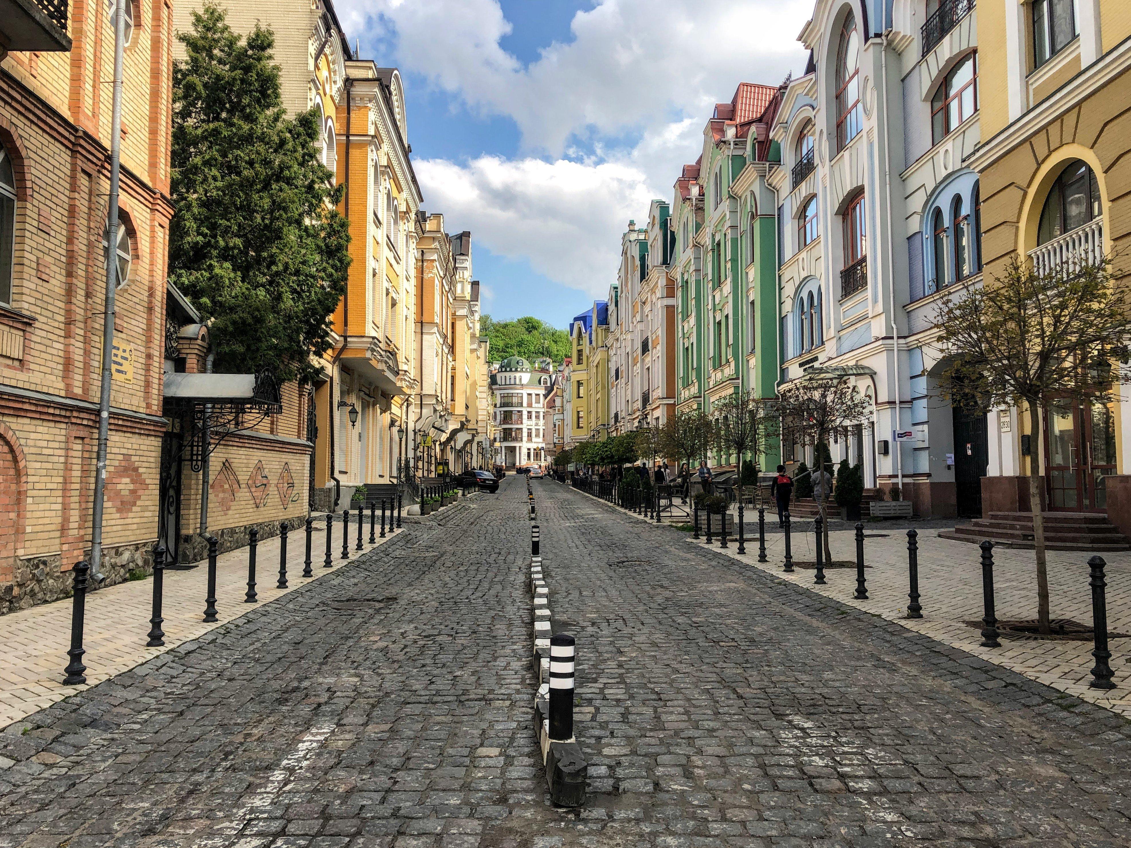 colorful houses in the Vozdvyzhenka neighborhood