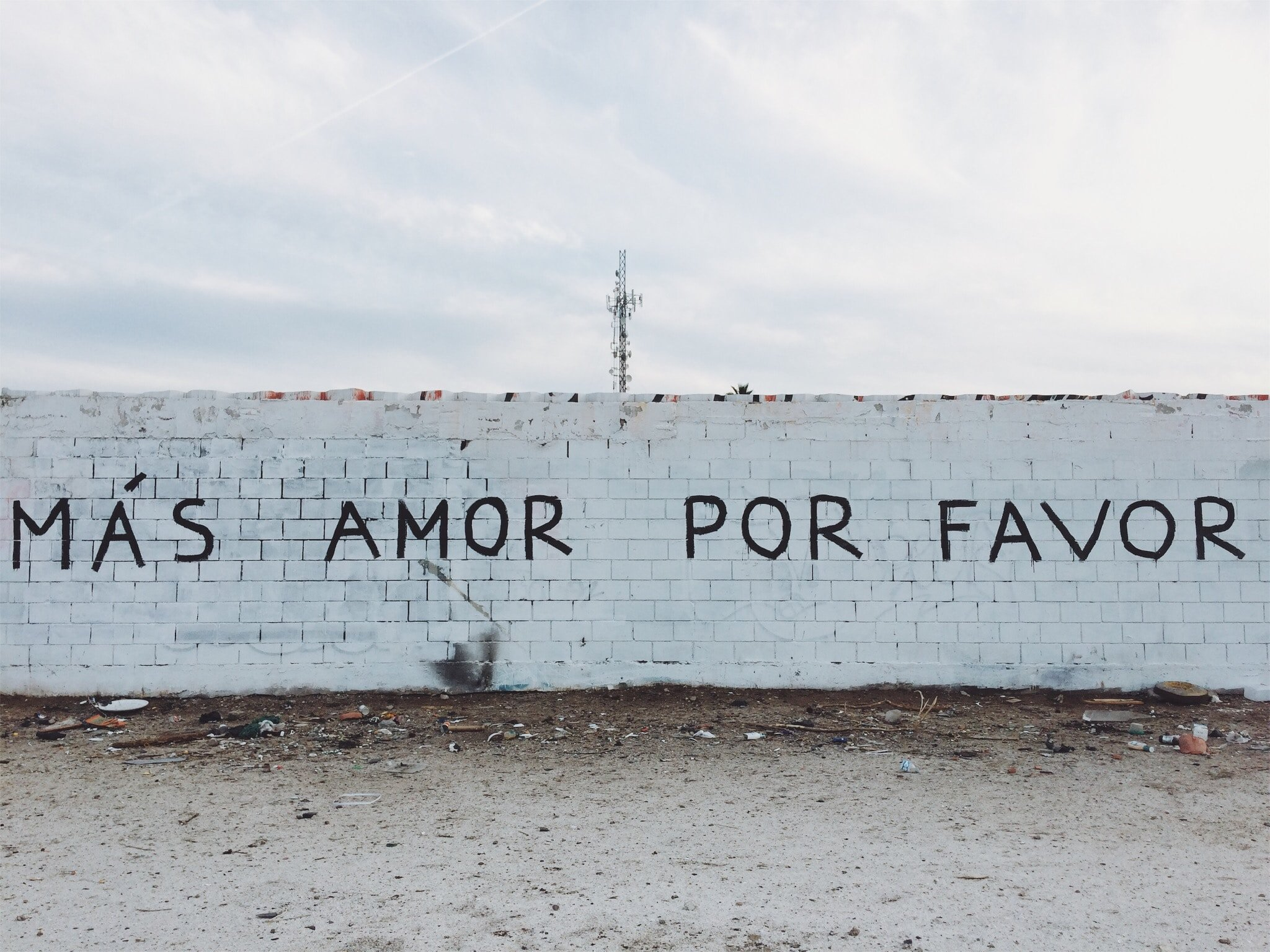 Mas Amor Por Favor graffiti