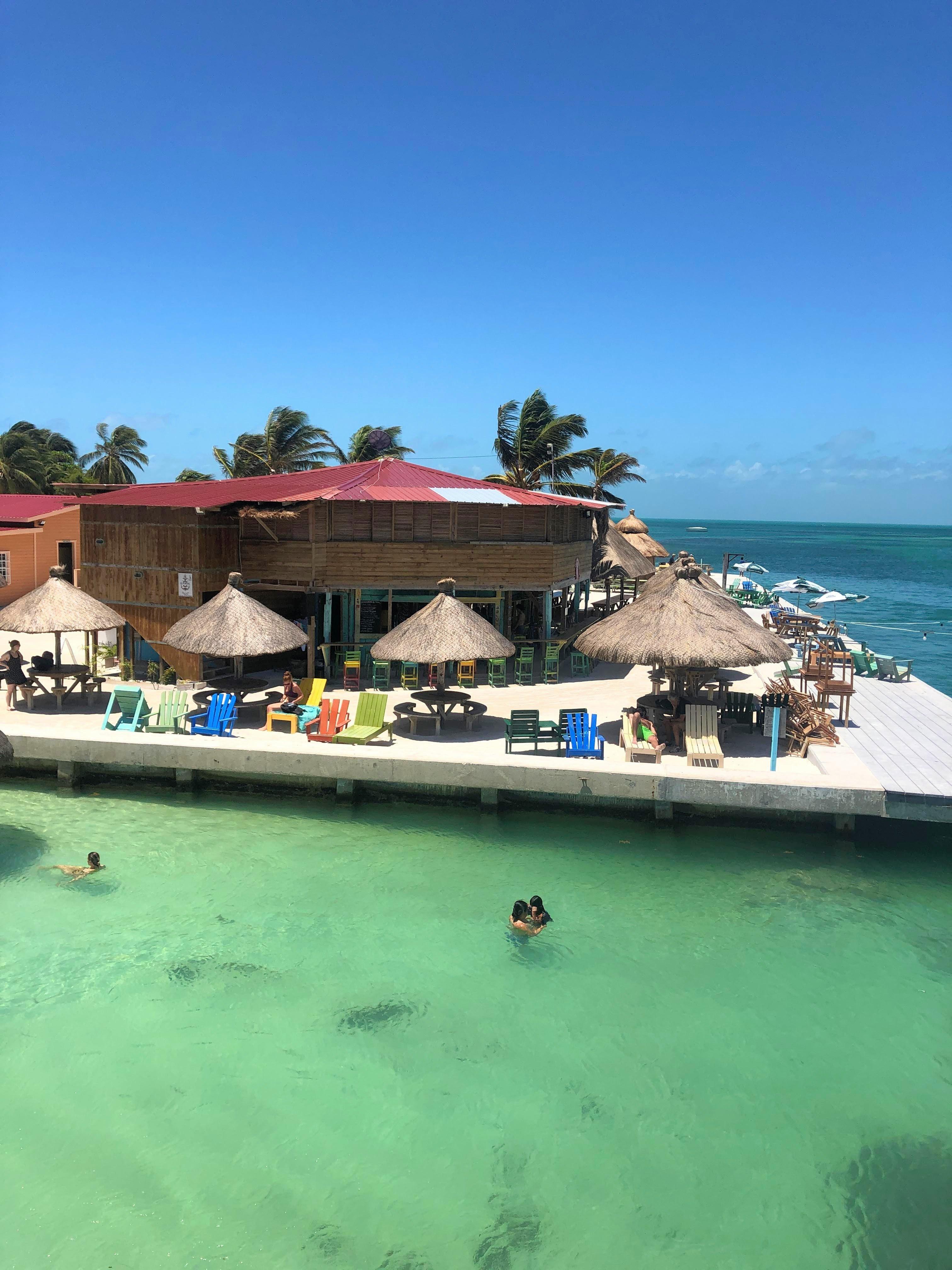 Lazy Lizard beach bar on Caye Caulker
