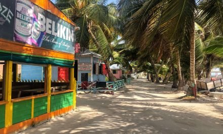 6 Best Cheap Restaurants on Caye Caulker (With Menus!)