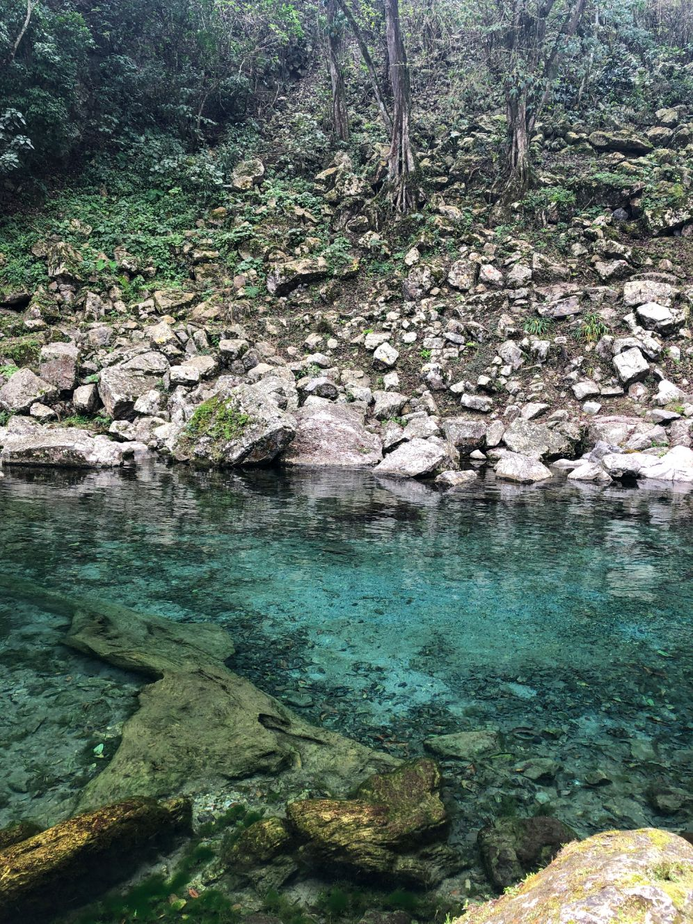clear blue water at Los Sifones lake