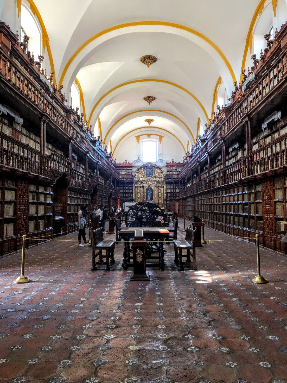 arched roof and wooden shelves lined with books in Biblioteca Palafoxiana