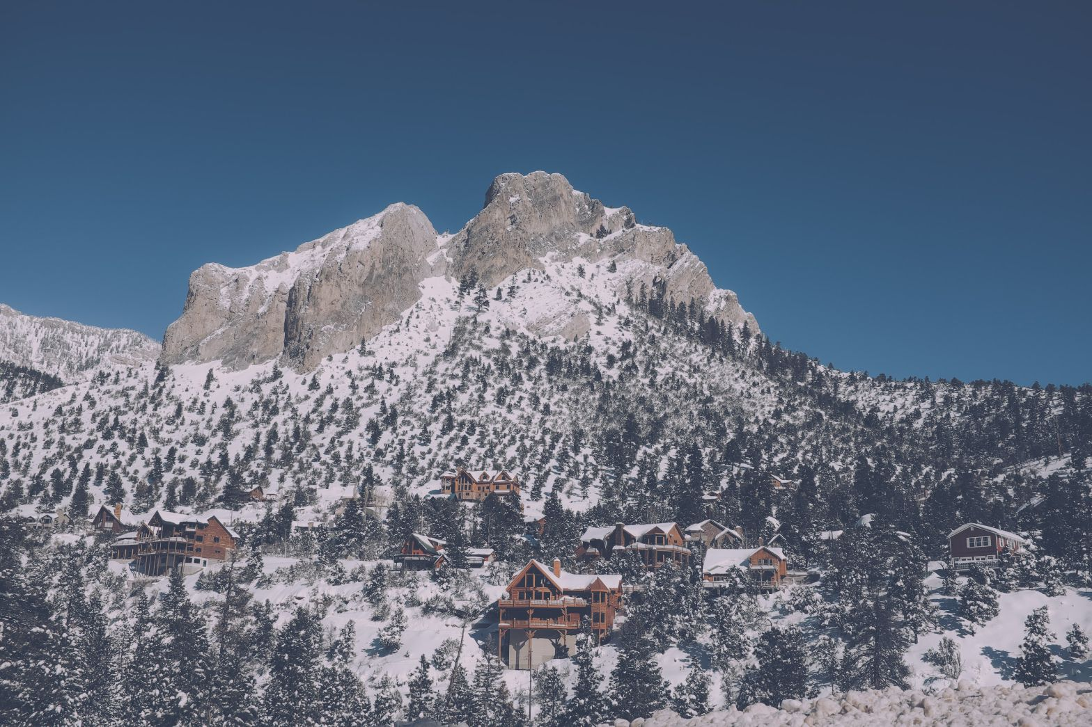 Mount Charleston lodges and snow in the winter