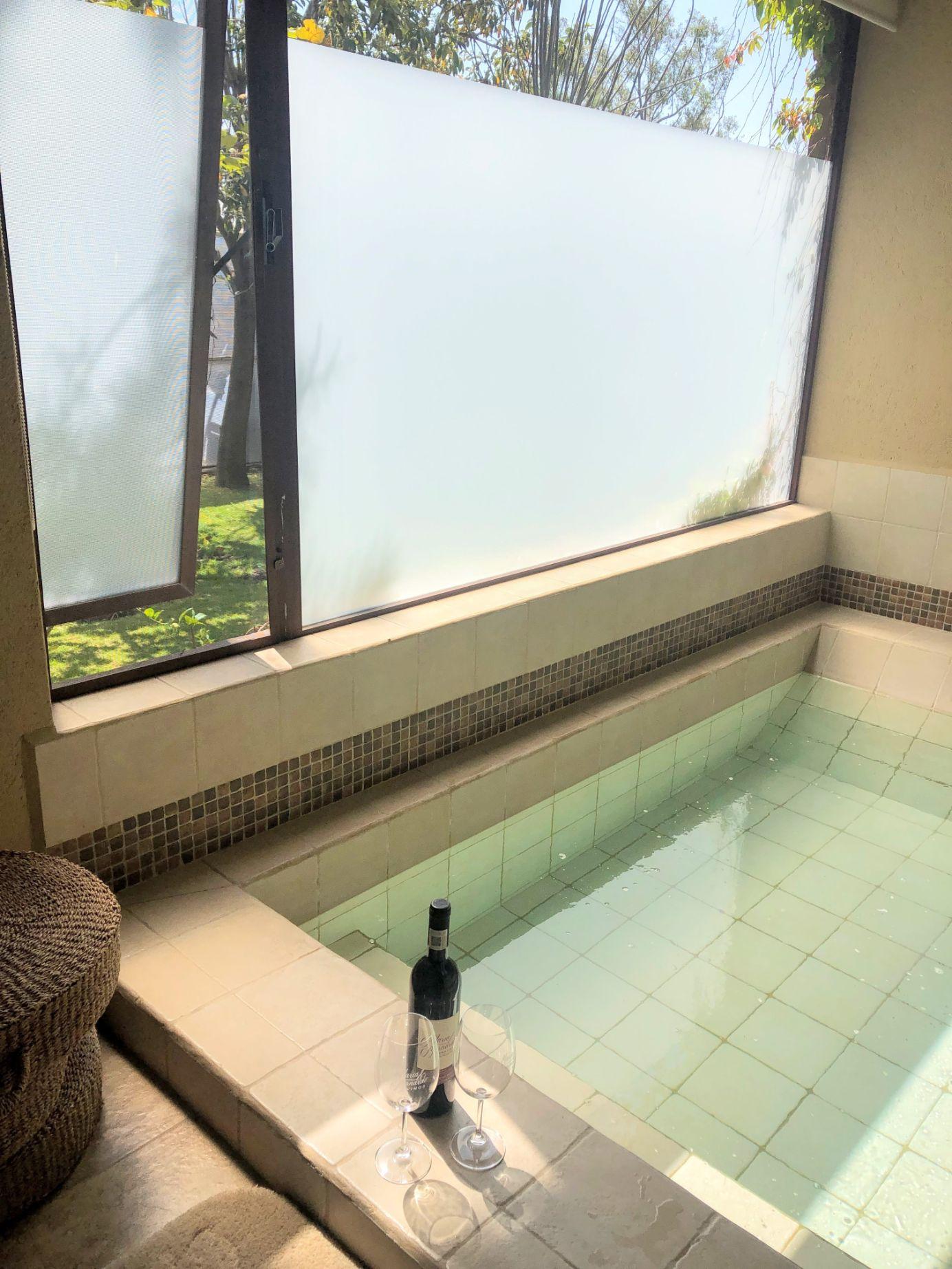 thermal pool in the Tempranillo room at Maria y Bernardo vineyard