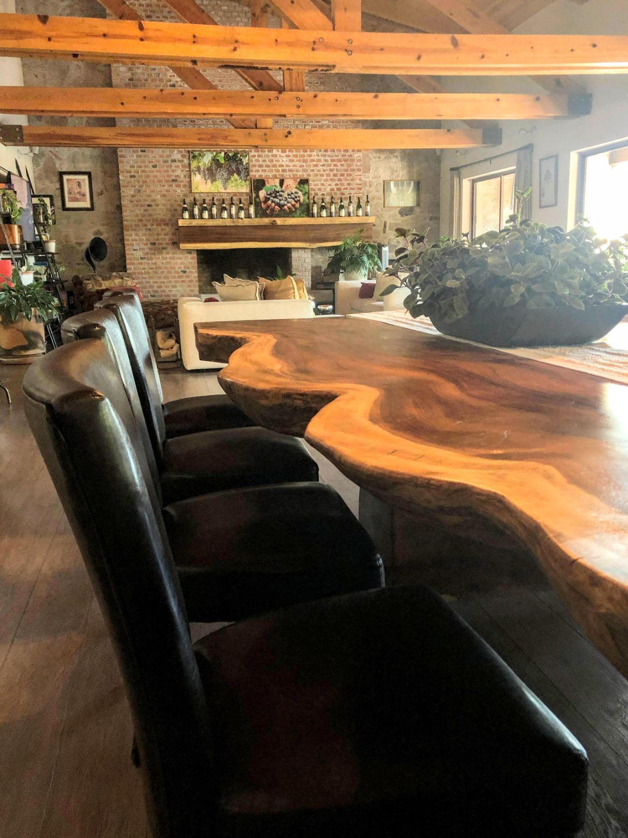 dining room at Maria y Bernardo