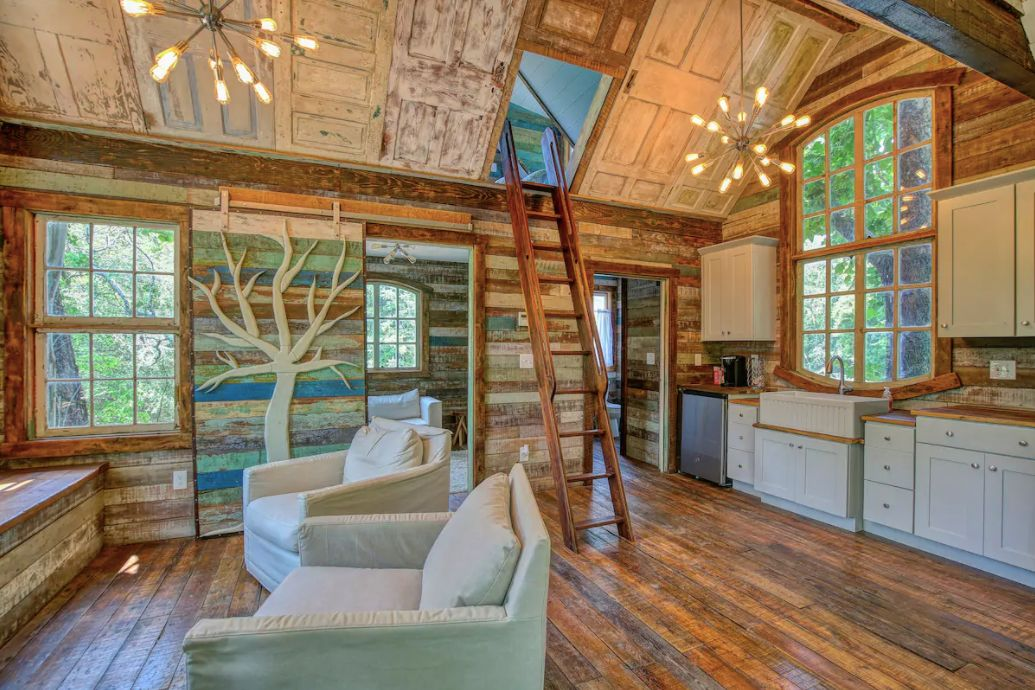 The Bostonian treehouse in Tennessee