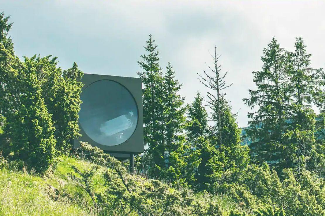 Birdbox treehouse in Norway